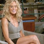 """032501_0.tif. Actress Farrah Fawcett jokes with David Letterman during a taping of """"Late Show with David Letterman,"""" Tuesday, Aug. 31, in New York. Fawcett stars in the new film, """"The Cookout,"""" which opens in theaters on Sept. 3. (AP Photo/CBS, JP Filo)"""